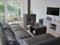 CAL-livingroom-1-880x440